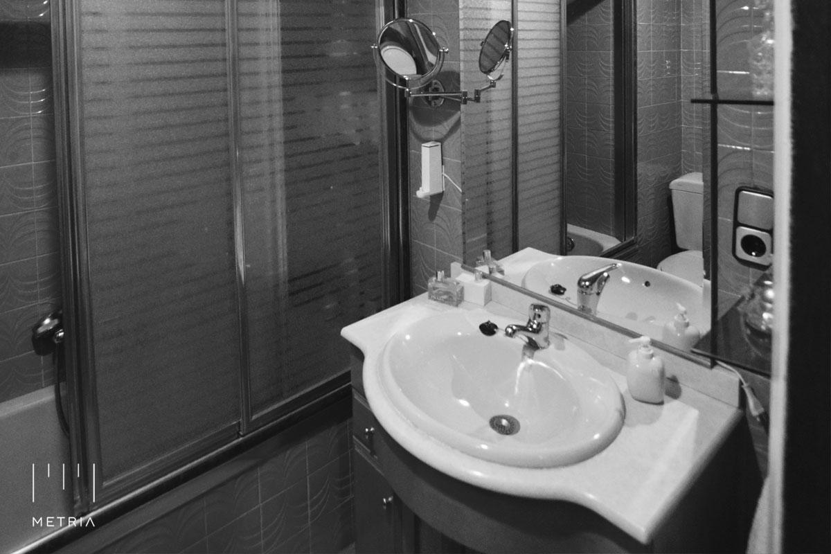 Reforma piso baño antes